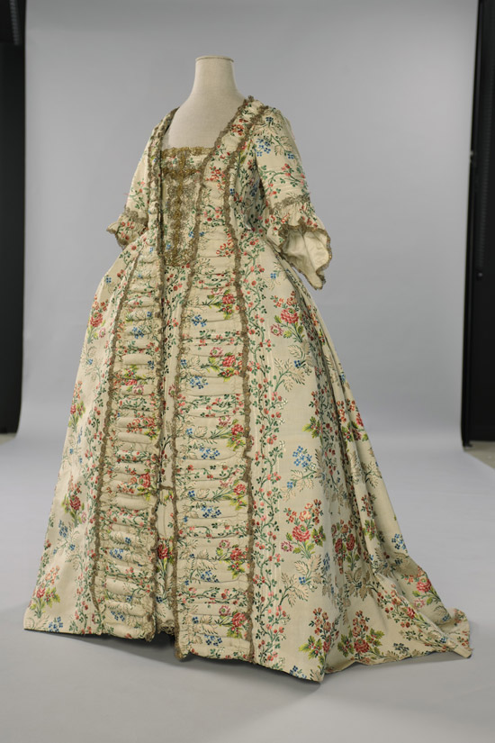 Robe à la française (dos) - © EPV / J-M Manaï, C Milet. Vers 1750-1755.
