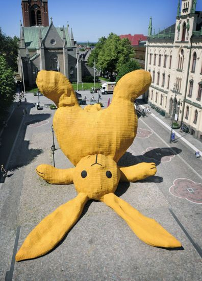 Florentijn Hofman - Big Yellow Rabbit
