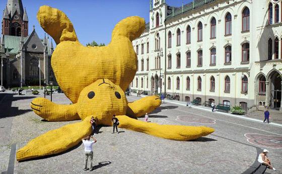 Sculpture, lapin géant